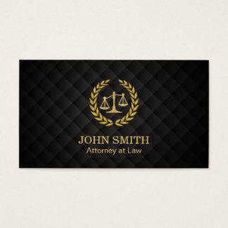 Advogado na escala de justiça do louro do ouro da cartão de visitas