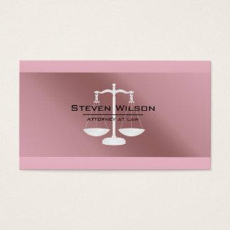Advogado na escala legal cor-de-rosa da folha de cartão de visitas