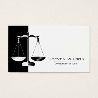 Advogado na escala legal preto e branco da lei cartão de visitas