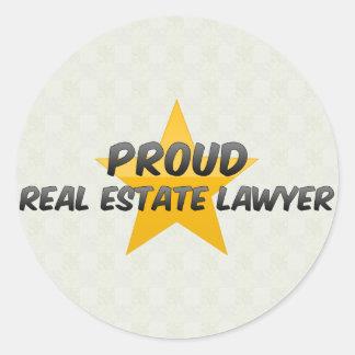 Advogado orgulhoso dos bens imobiliários adesivo redondo