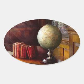 Advogado - um viajante de mundo adesivo oval