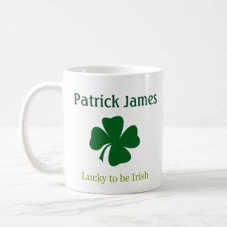 Afortunado para ser trevo irlandês caneca