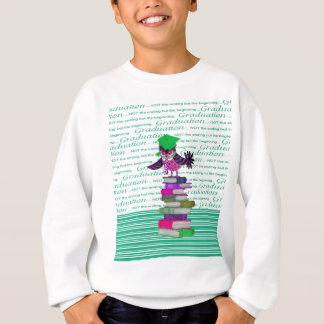 Agasalho Coruja que veste o boné sobre livros, formando do