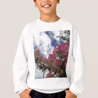 Agasalho flores cor-de-rosa contra um céu azul