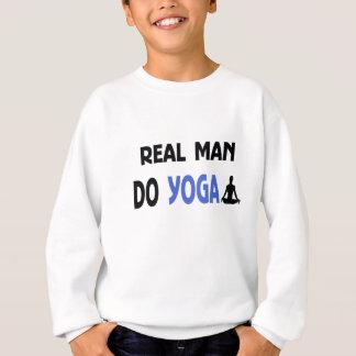Agasalho o homem real faz a ioga