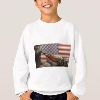 Agasalho O soldado sauda a bandeira dos Estados Unidos