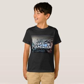Agitação preta básica dos meninos a camisa da
