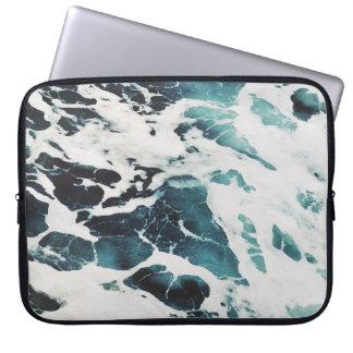 água azul da natureza do mar das ondas de oceano capa para laptop