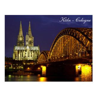 Água de Colônia - catedral no cartão crepuscular