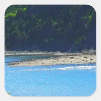 Água e montanhas bonitas da praia adesivo