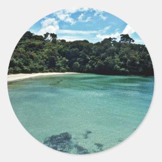 Águas claras da ilha de Stewart Adesivo Em Formato Redondo