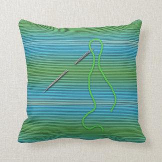 Agulha e linha - travesseiro - verde/azul almofada