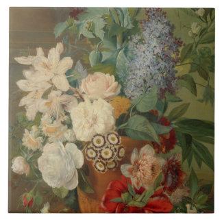 Ainda vida com flores em um vaso do Terracotta