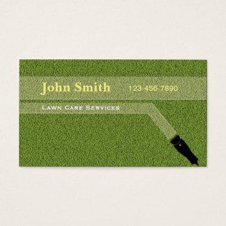 Ajardinando o corte de jardinagem da grama do cartão de visitas