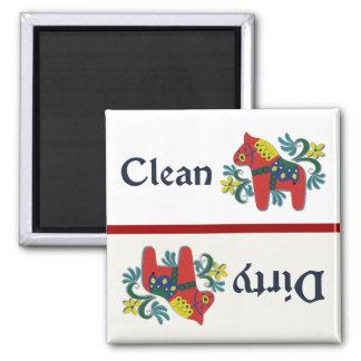 Ajudante da máquina de lavar louça do cavalo de imã