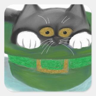 Ajustados do gatinho do smoking dentro do chapéu adesivo quadrado