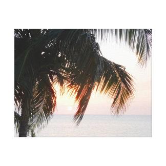 Ajuste de Sun sob a Caverna Jamaica da palmeira do Impressão De Canvas Envolvida