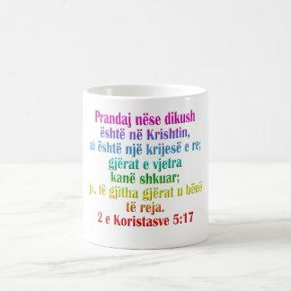 Albanês do 5:17 de 2 Corinthians Caneca