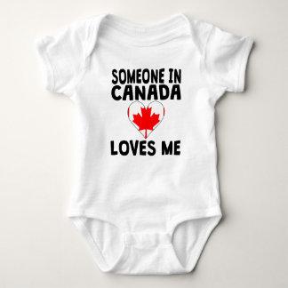 Alguém em Canadá ama-me Camisetas