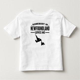 Alguém em Terra Nova ama-me Camiseta