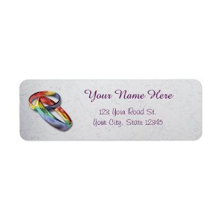 Alianças de casamento do arco-íris para a etiqueta endereço de retorno