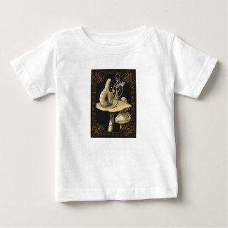 Alice e a camisa do país das maravilhas de