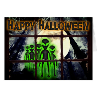 Aliens no cartão do Dia das Bruxas da floresta