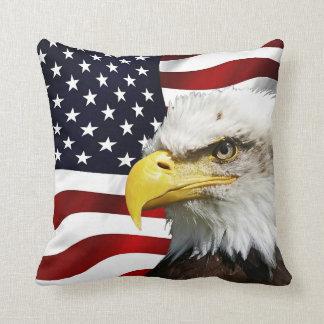 Almofada A bandeira de América com águia