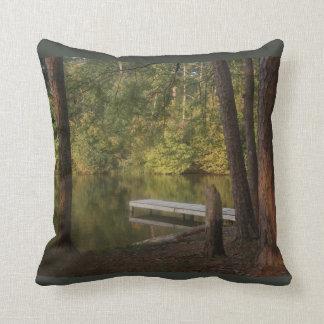 Almofada A doca no travesseiro do lago