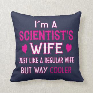 Almofada A esposa do cientista