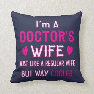 Almofada A Esposa do doutor