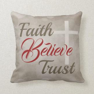 Almofada A fé acredita o travesseiro decorativo da