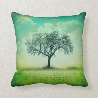 Almofada A grama solitária da árvore nubla-se a escrita