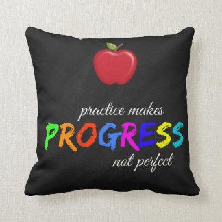 Almofada A prática faz o progresso