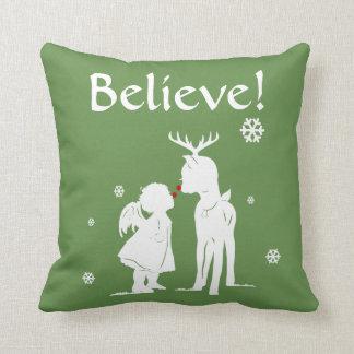 Almofada A rena e o Feliz Natal do anjo acreditam o