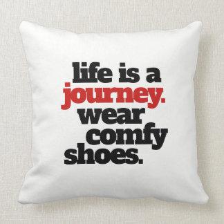 Almofada A vida engraçada é uma viagem…