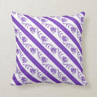 Almofada a violeta listra o teste padrão floral