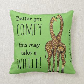 Almofada Abril o girafa grávido do forever