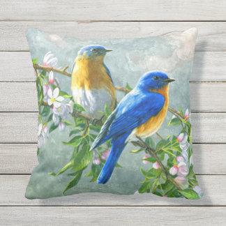 Almofada Aguarela amarela azul bonito da flor de cerejeira