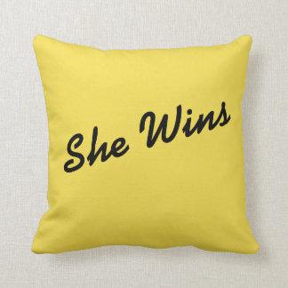 """Almofada Amarelo """"ganha"""" travesseiros"""