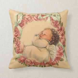 Almofada Anjo do bebê que dorme na grinalda do rosa