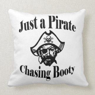 Almofada Apenas um pirata que persegue o dobro do montante