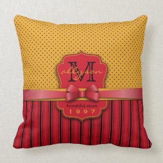 Almofada Arco bonito das listras vermelhas amarelas retros