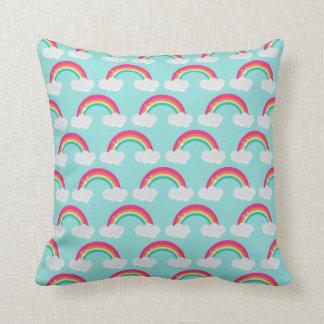 Almofada Arco-íris e travesseiro decorativo das nuvens