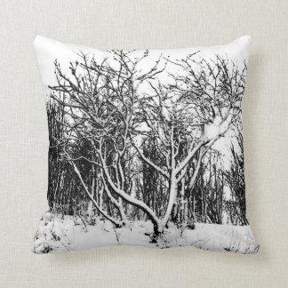 Almofada Árvores e cena da neve, preto e branco