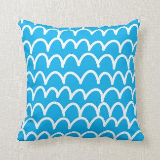 Almofada Azul com Doodles brancos