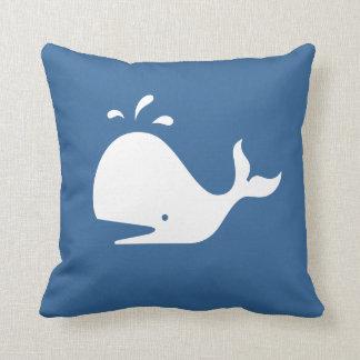 Almofada baleia branca dos DESENHOS ANIMADOS no travesseiro