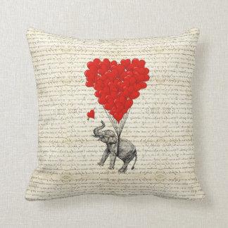Almofada Balões românticos do elefante & do coração