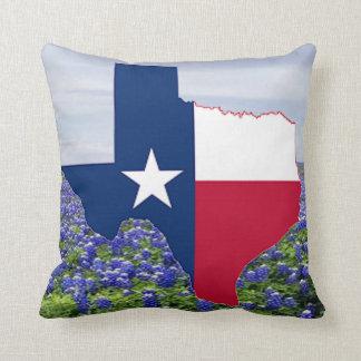Almofada Bandeira e Bluebonnets da forma de Texas