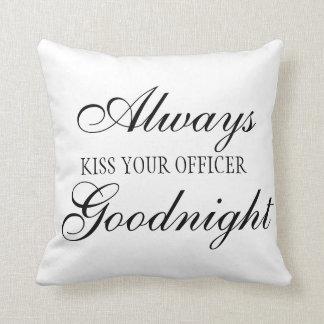 Almofada Beije sempre seu travesseiro do quadrado do